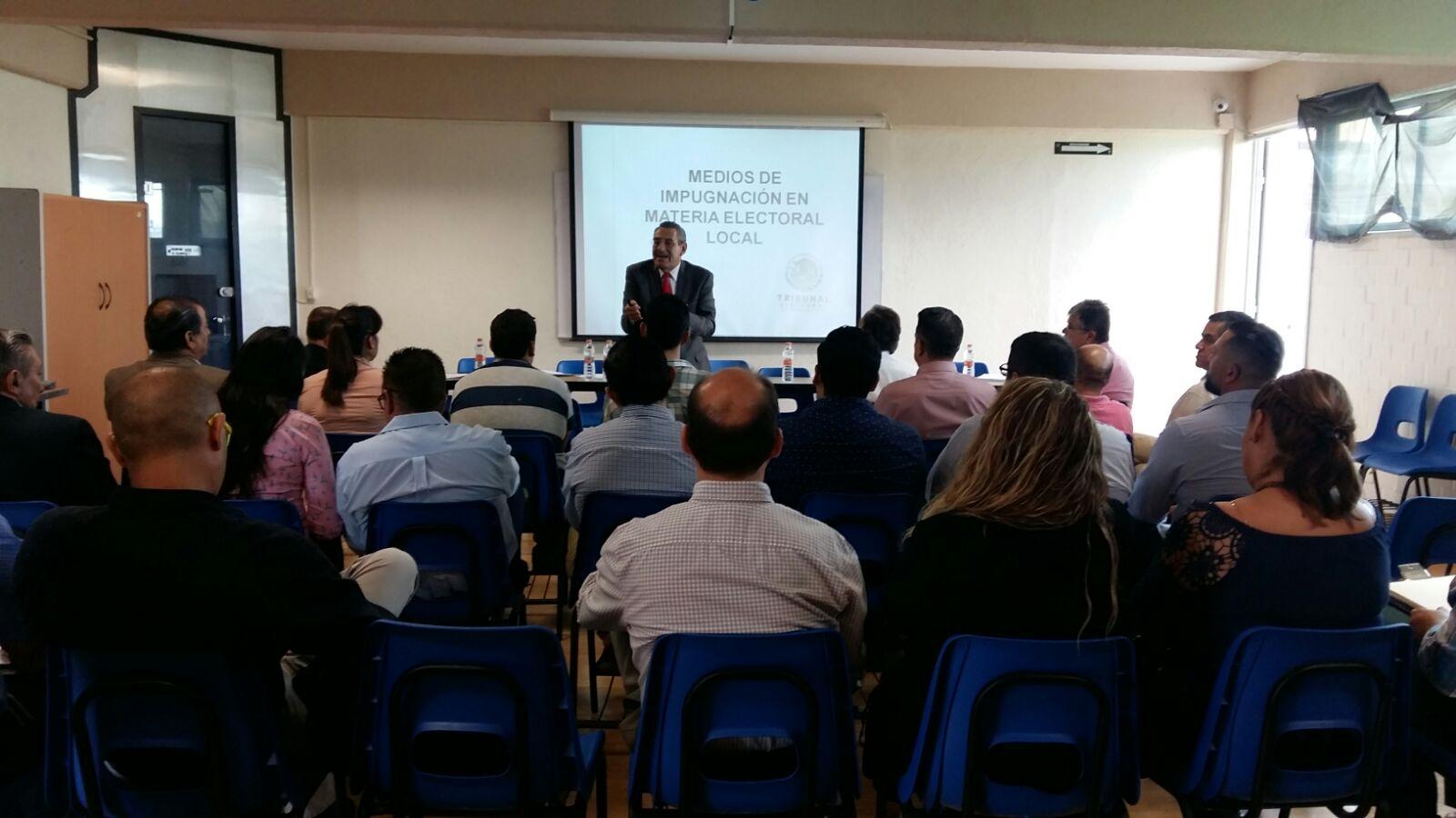 Seminario en el Centro Universitario de la Ciénega.