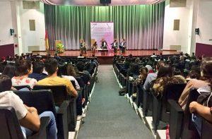 El Magistrado Presidente Rodrigo Moreno Trujillo participando en el Conversatorio para el diálogo con jóvenes