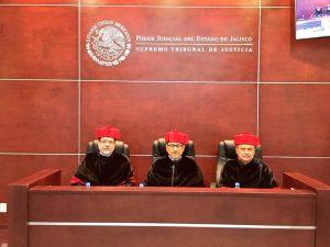 El Dr. José de Jesús Angulo Aguirre en el STJ con sus homólogos magistrados realizando exámenes de grado